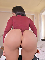 Latina Lovin' - Sexy Señorita Slips a Vibe Into Her Slit free photos and videos on 1By-Day.com