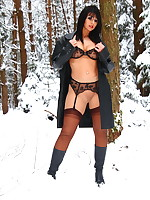 The cold of day | PantyhoseDiva.com